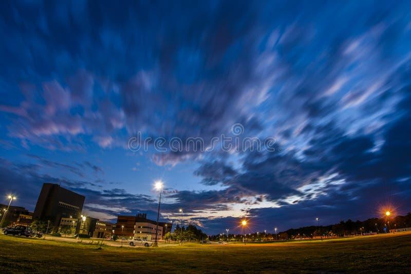 Πυράκτωση ηλιοβασιλέματος του πανεπιστημίου στο Buffalo στοκ εικόνα με δικαίωμα ελεύθερης χρήσης