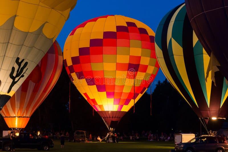 Πυράκτωση μπαλονιών ζεστού αέρα στοκ εικόνες με δικαίωμα ελεύθερης χρήσης