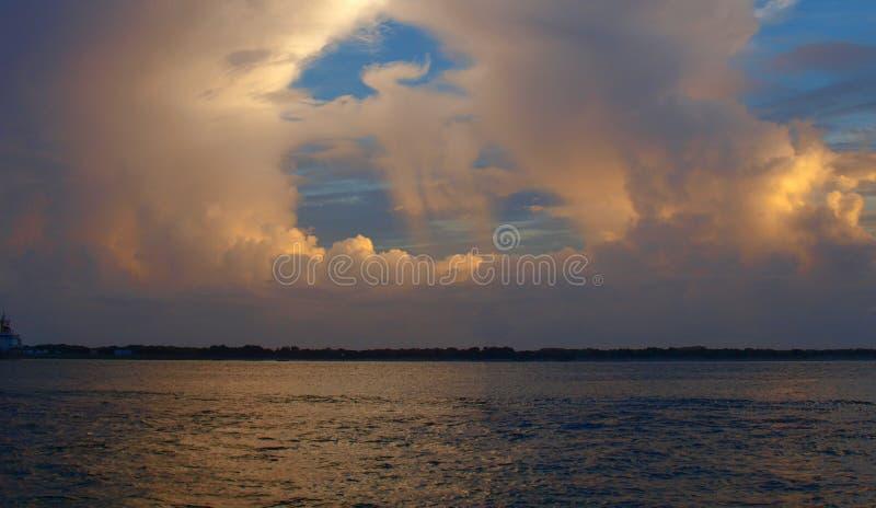 Πυράκτωση σύννεφων στοκ φωτογραφία