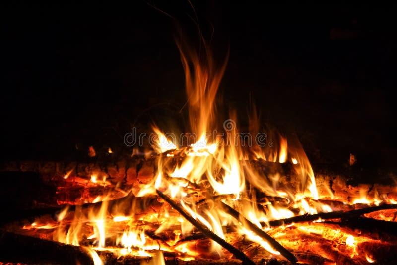 Πυρά προσκόπων νύχτας στοκ εικόνα με δικαίωμα ελεύθερης χρήσης