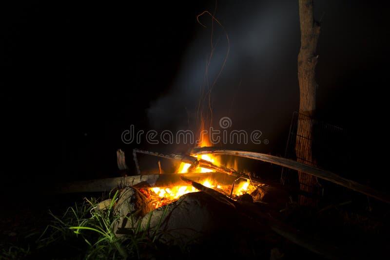 Πυρά προσκόπων στις διακοπές στοκ φωτογραφίες με δικαίωμα ελεύθερης χρήσης