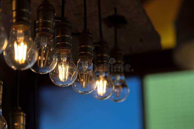 Πυρακτωμένη λάμπα φωτός στη σειρά στοκ εικόνες
