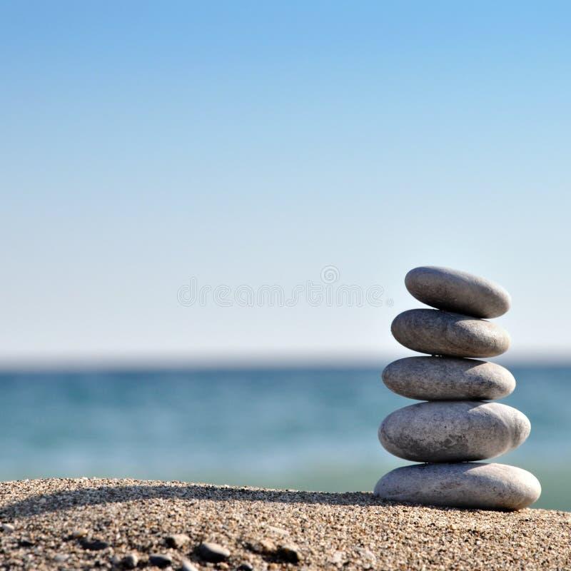 πυραμίδα διάφορες πέτρες στοκ εικόνα με δικαίωμα ελεύθερης χρήσης