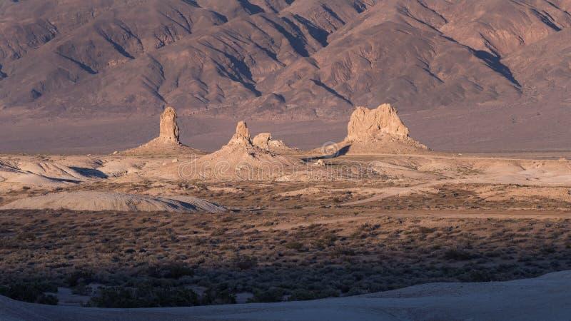 Πυραμίδες Καλιφόρνια TRONA στοκ εικόνα