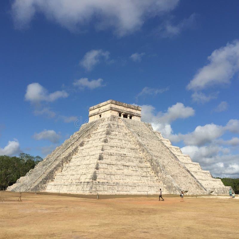 Πυραμίδα σε Chichen Itza Μεξικό την άνοιξη στοκ εικόνες