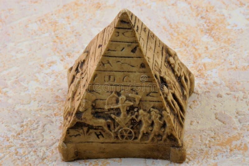 Πυραμιδοειδής τύπος της αρχιτεκτονικής δομής στοκ φωτογραφία με δικαίωμα ελεύθερης χρήσης