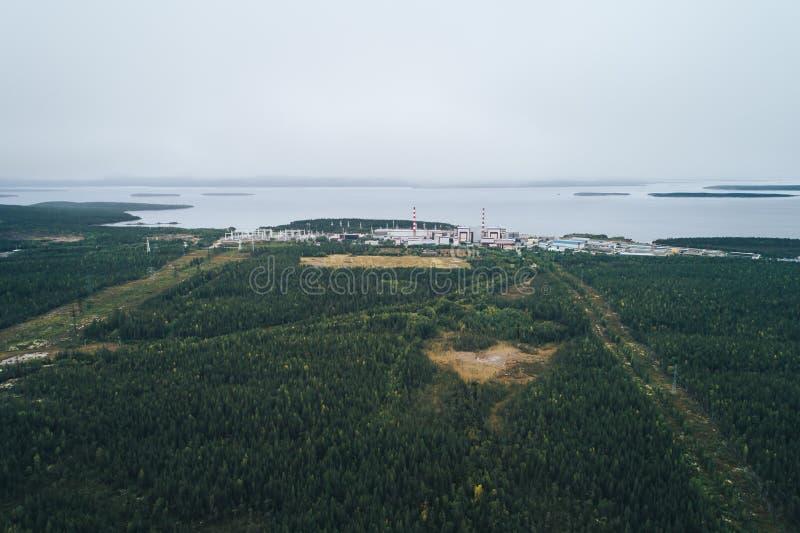 Πυρηνικός σταθμός που εξοπλίζεται με έναν ατομικό αντιδραστήρα στοκ φωτογραφίες