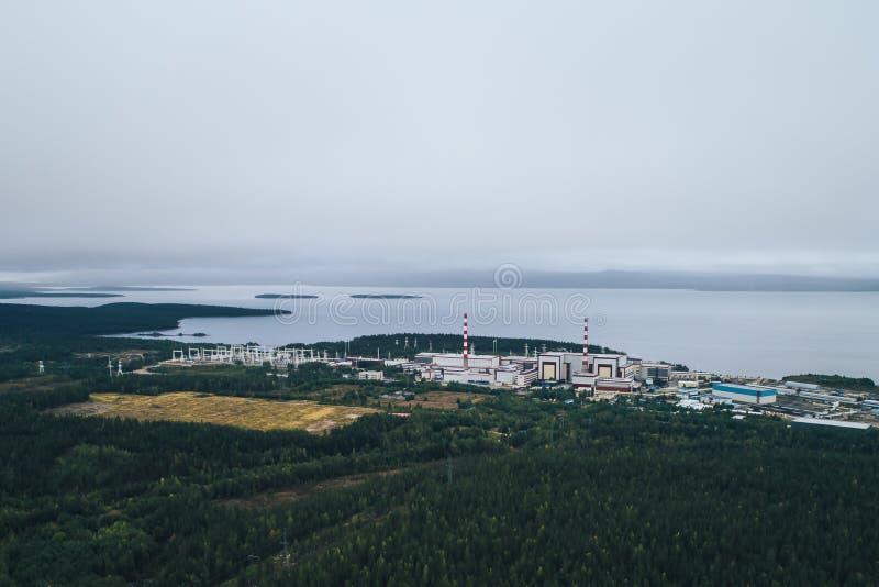 Πυρηνικός σταθμός που εξοπλίζεται με έναν ατομικό αντιδραστήρα στοκ εικόνα