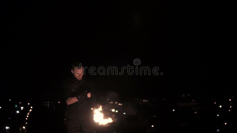 Πυρκαγιά αναπνοής ατόμων απόθεμα βίντεο