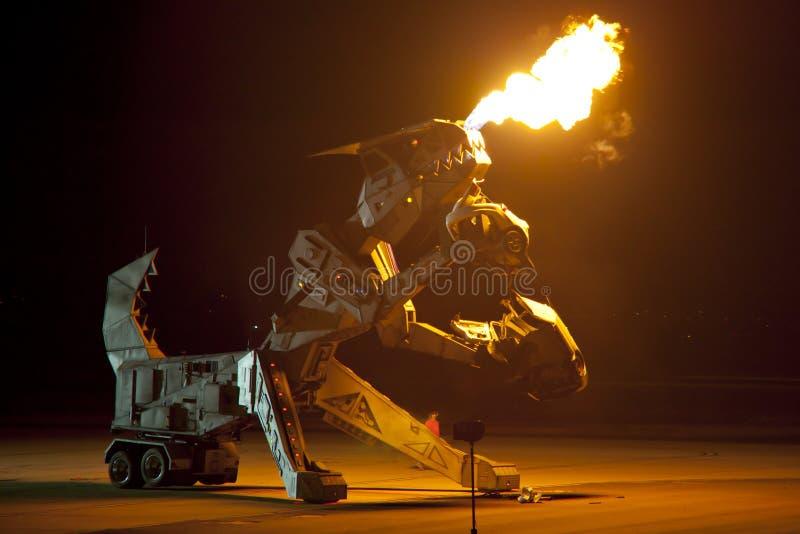 Πυρκαγιά-αναπνοή Robosaurus στοκ φωτογραφία με δικαίωμα ελεύθερης χρήσης