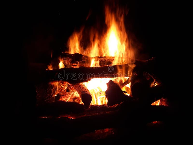 Πυρκαγιά βρυχηθμού στοκ φωτογραφία με δικαίωμα ελεύθερης χρήσης