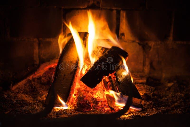 Πυρκαγιά στην εστία στοκ φωτογραφίες
