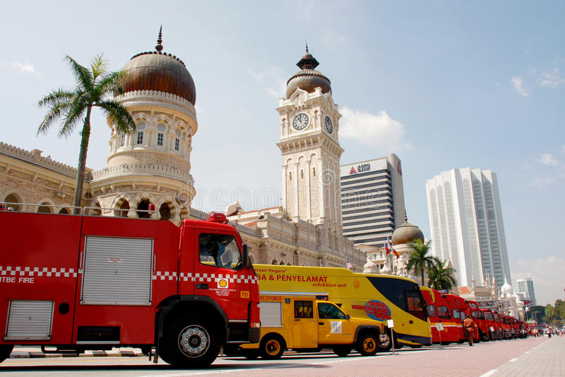 Download πυρκαγιά 2011 μαχητών ημέρας Εκδοτική εικόνα - εικόνα από οδηγίες, οργασμός: 22779235