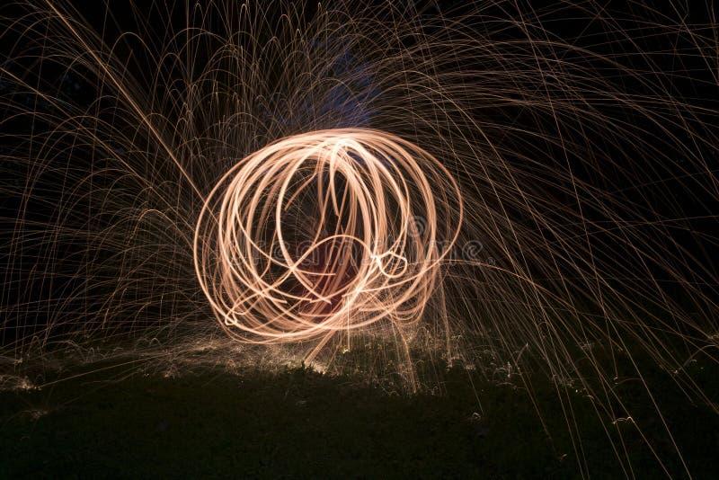 Πυρκαγιά POI, φλεμένος περιστροφή μαλλιού χάλυβα στοκ φωτογραφία
