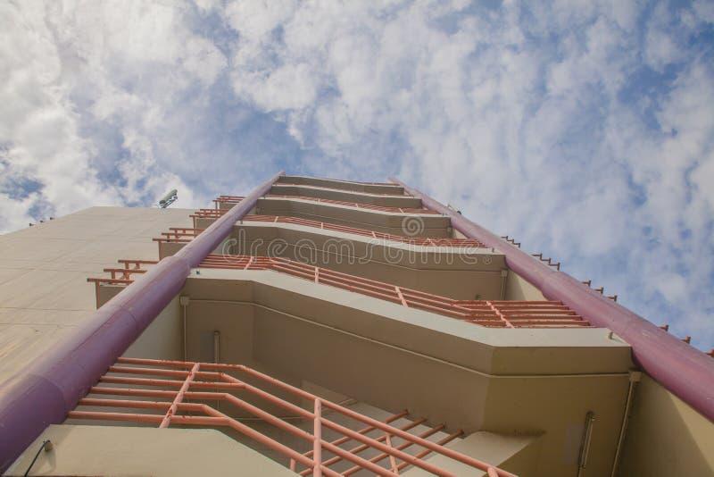 Πυρκαγιά stairwell στην πλευρά του γραφείου στοκ εικόνα με δικαίωμα ελεύθερης χρήσης