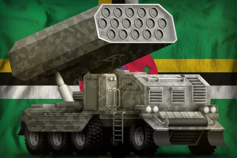 Πυροβολικό πυραύλων, προωθητής βλημάτων με την γκρίζα κάλυψη στο υπόβαθρο εθνικών σημαιών της Δομίνικας r απεικόνιση αποθεμάτων