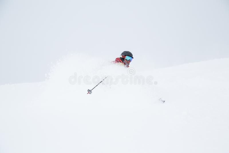 Πυροβολισμοί προσώπου στη σκόνη του Hokkaido, Ιαπωνία Backcountry που κάνει σκι  στοκ εικόνες