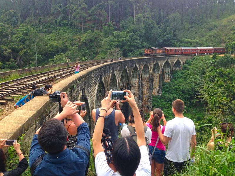 Πυροβολισμός ενός τραίνου στην πόλη Brige Ella εννέα αψίδων στοκ φωτογραφίες με δικαίωμα ελεύθερης χρήσης