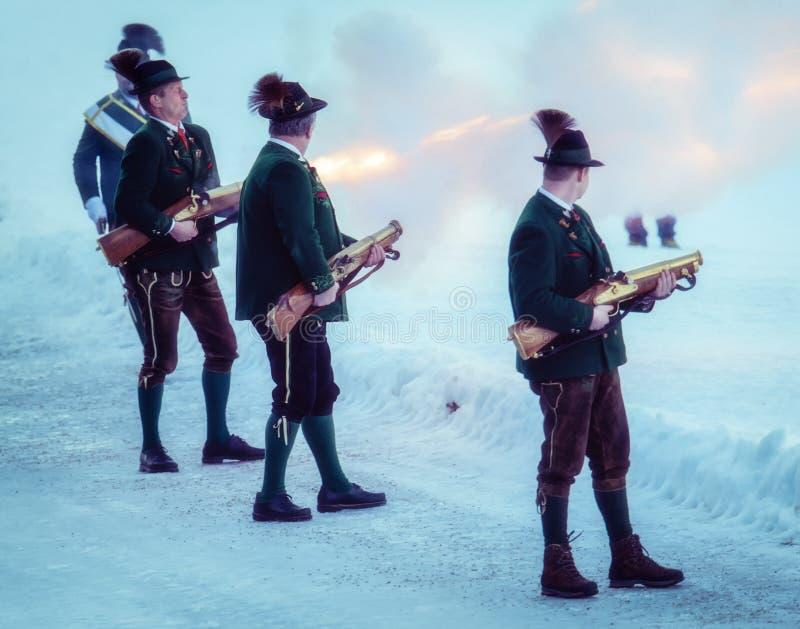 Πυροβολισμός που εκτελείται εορταστικός από τους σκοπευτές από το Associati στοκ εικόνα με δικαίωμα ελεύθερης χρήσης