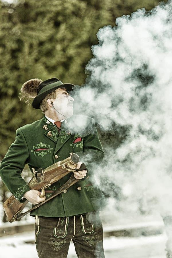Πυροβολισμός που εκτελείται εορταστικός από τους σκοπευτές από το Associati στοκ εικόνα