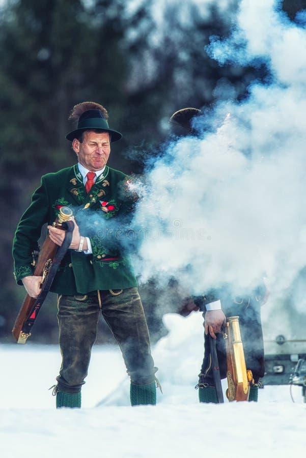 Πυροβολισμός που εκτελείται εορταστικός από τους σκοπευτές από το Associati στοκ φωτογραφίες