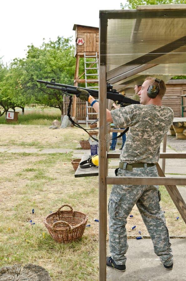 Πυροβολισμός Skeet στοκ φωτογραφία με δικαίωμα ελεύθερης χρήσης