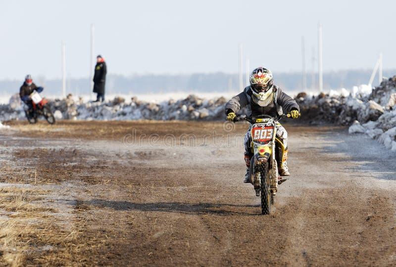 Πυροβοληθείς ενός ανταγωνισμού χειμερινού μοτοκρός στοκ φωτογραφίες