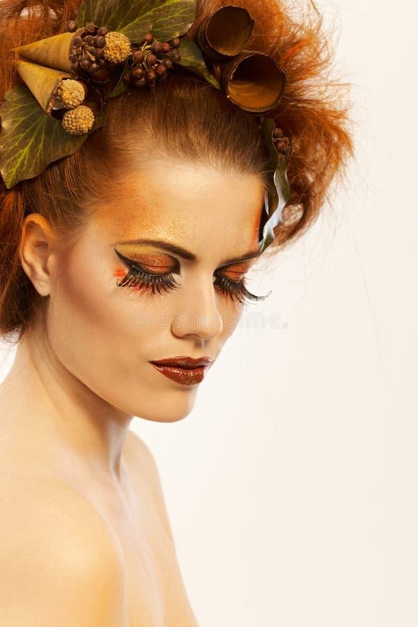 Πυροβοληθείσα ομορφιά γυναίκα το φθινόπωρο makeup στοκ εικόνες με δικαίωμα ελεύθερης χρήσης