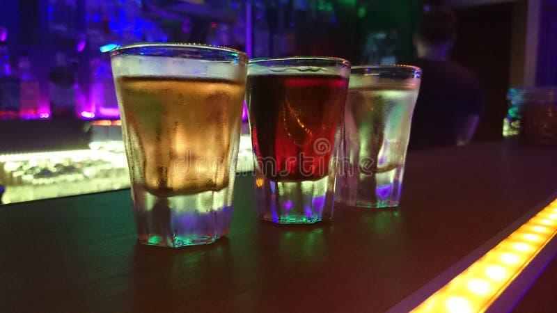 Πυροβολισμοί alkohol ουράνιων τόξων στοκ εικόνα
