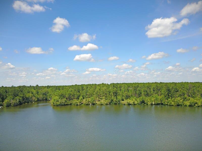 Πυροβολισμός κηφήνων άποψης λιμνών στοκ εικόνες με δικαίωμα ελεύθερης χρήσης