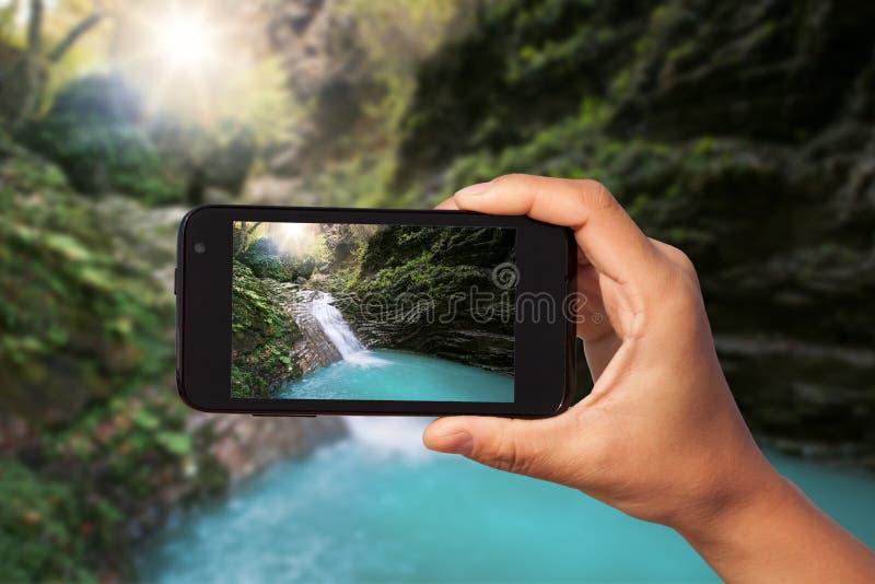Πυροβολισμός φωτογραφιών στο smartphone στοκ εικόνα