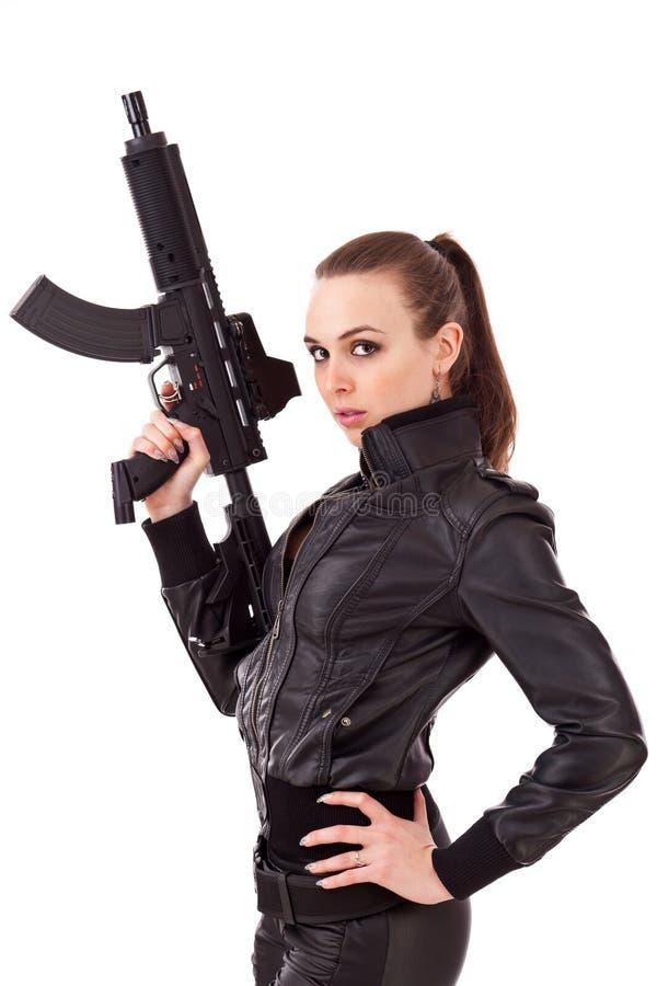 πυροβόλα όπλα που θέτουν τη γυναίκα στοκ εικόνα με δικαίωμα ελεύθερης χρήσης