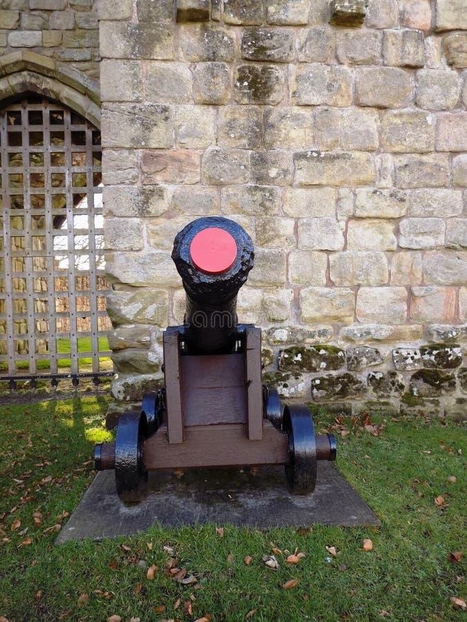 Πυροβόλο και λοιποί στο Castle, Northumberland UK στοκ φωτογραφία με δικαίωμα ελεύθερης χρήσης