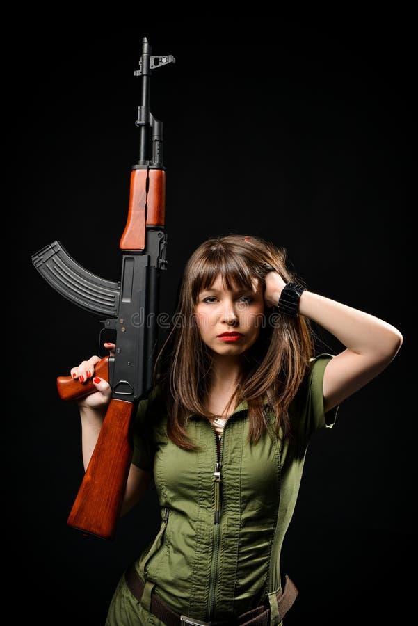 Πυροβόλο όπλο εκμετάλλευσης γυναικών στοκ φωτογραφία με δικαίωμα ελεύθερης χρήσης