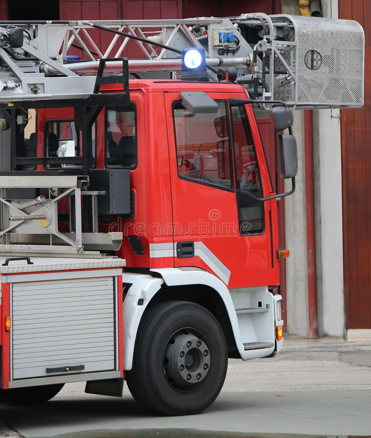 Πυροσβεστική υπηρεσία φορτηγών σκαλών χωρίς ανθρώπους στοκ φωτογραφία