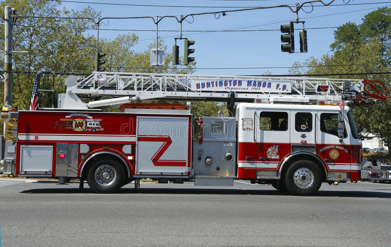 Πυροσβεστικό όχημα σκαλών πυροσβεστικής υπηρεσίας φέουδων Huntington στοκ φωτογραφία με δικαίωμα ελεύθερης χρήσης