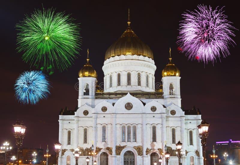Πυροτεχνήματα πέρα από τον καθεδρικό ναό Χριστού το Savior στη Μόσχα στοκ εικόνες