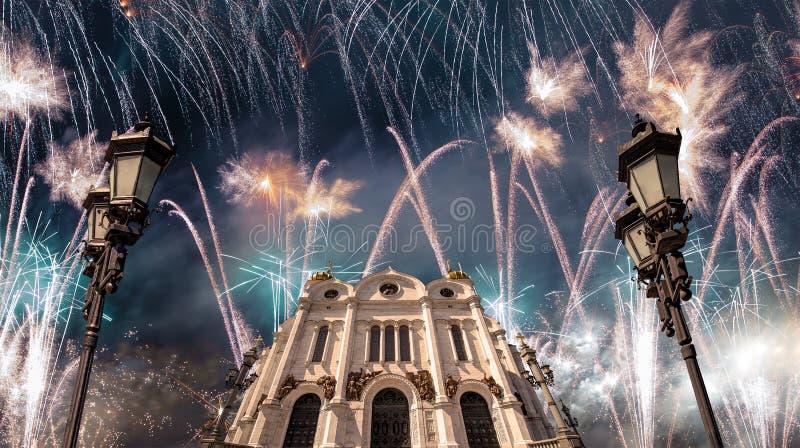 Πυροτεχνήματα πέρα από το Χριστό ο καθεδρικός ναός Savior, Μόσχα, Ρωσία στοκ εικόνα