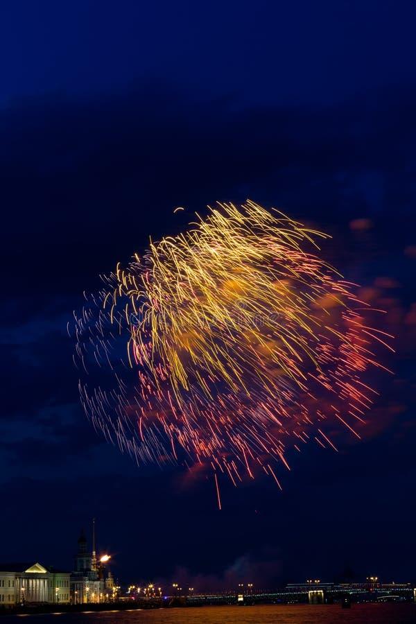 Πυροτεχνήματα πέρα από Neva στοκ εικόνες με δικαίωμα ελεύθερης χρήσης
