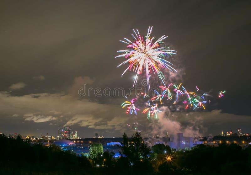 Πυροτεχνήματα στο κανάλι κωπηλασίας σε Krylatskoye στοκ φωτογραφία με δικαίωμα ελεύθερης χρήσης
