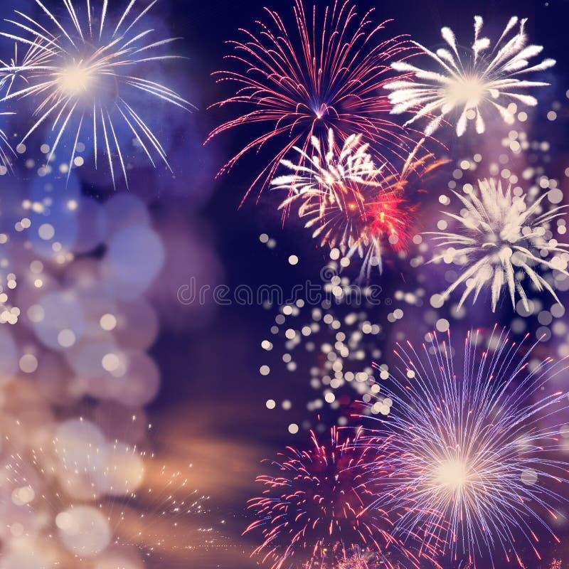 πυροτεχνήματα στο νέο διάστημα έτους και αντιγράφων - αφηρημένο υπόβαθρο διακοπών στοκ εικόνα