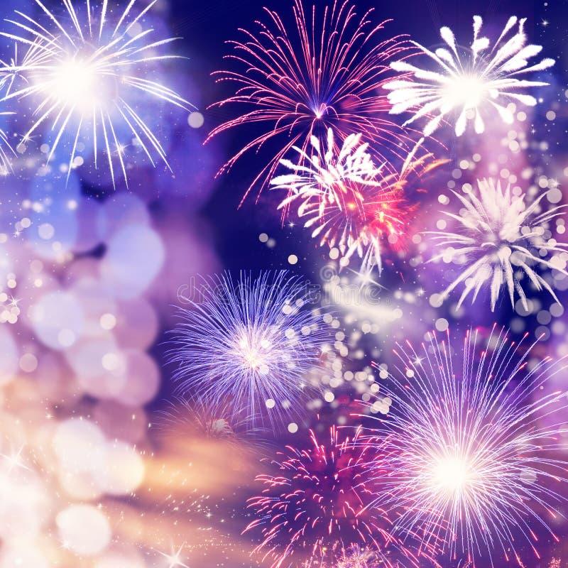 πυροτεχνήματα στο νέο διάστημα έτους και αντιγράφων - αφηρημένο υπόβαθρο διακοπών στοκ φωτογραφίες