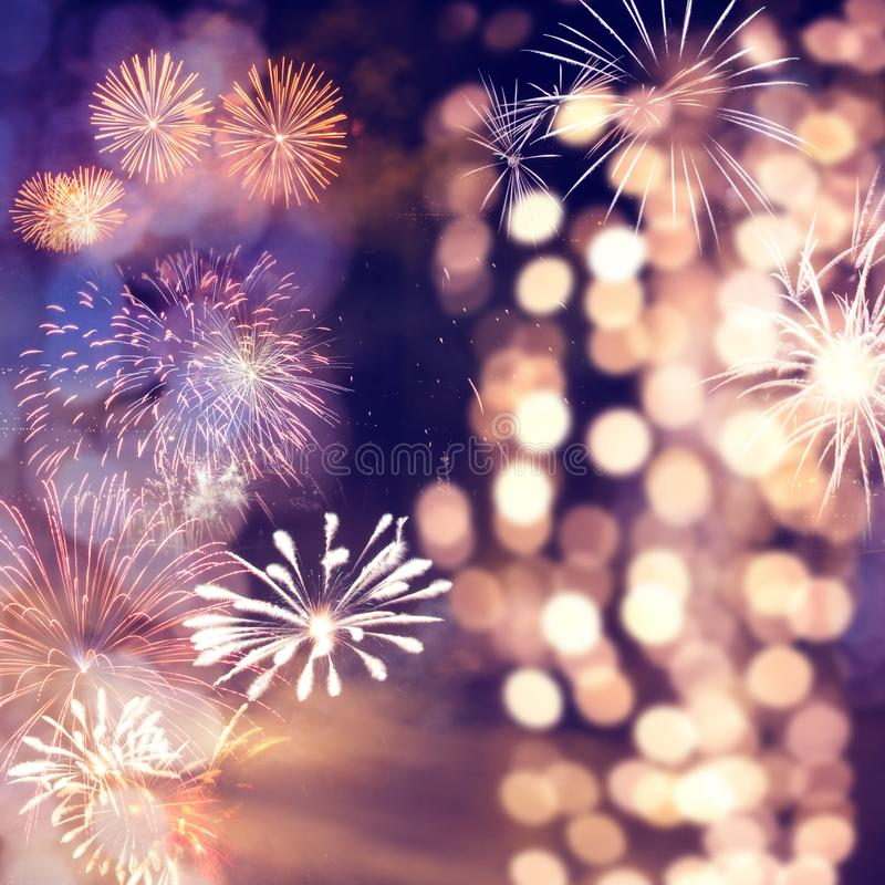 πυροτεχνήματα στο νέο διάστημα έτους και αντιγράφων - αφηρημένο υπόβαθρο διακοπών στοκ εικόνα με δικαίωμα ελεύθερης χρήσης
