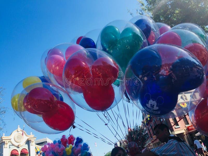 Πωλητής μπαλονιών σε Disneyland στοκ φωτογραφία