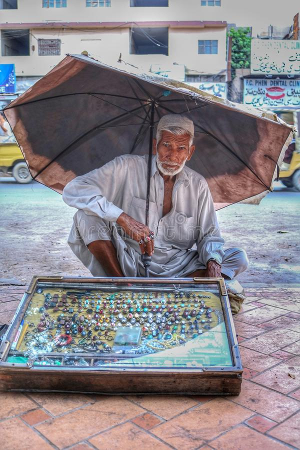 Πωλητής πετρών πεπρωμένου στοκ εικόνες
