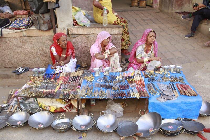 Πωλώντας αγαθά των ινδικών γυναικών στοκ φωτογραφία με δικαίωμα ελεύθερης χρήσης