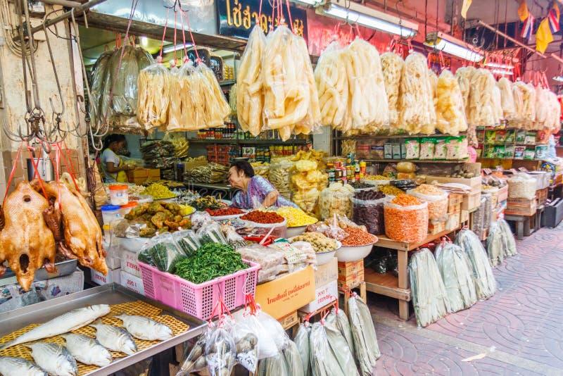 Πωλώντας ξηρά τρόφιμα καταστημάτων στοκ εικόνες με δικαίωμα ελεύθερης χρήσης