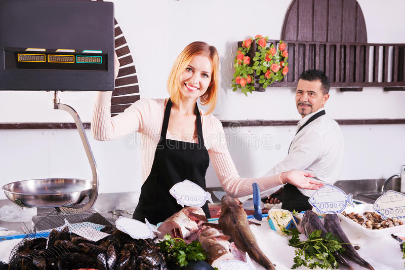 Πωλητές ψαριών στοκ εικόνα με δικαίωμα ελεύθερης χρήσης