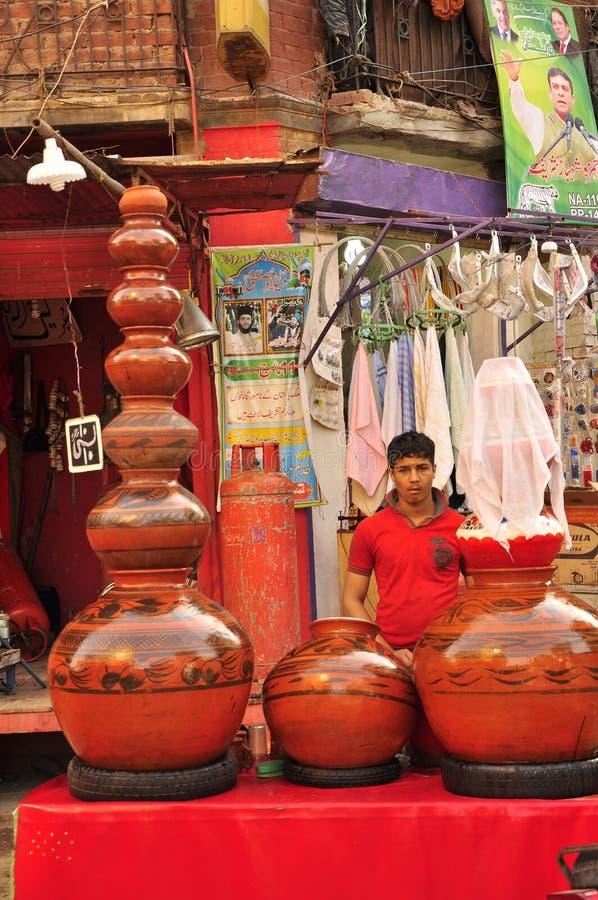 Πωλητής στο bazaar, η παλαιά πόλη Lahore στοκ εικόνες με δικαίωμα ελεύθερης χρήσης