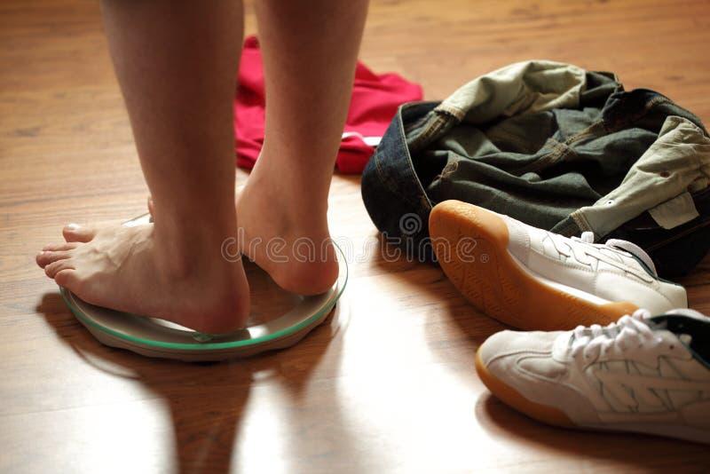 πόδια βάρους κλίμακας στοκ φωτογραφία
